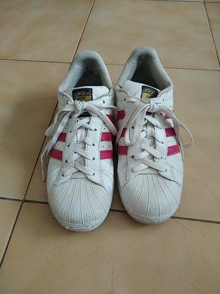 zapatillas adidas superstar blancas. 38.
