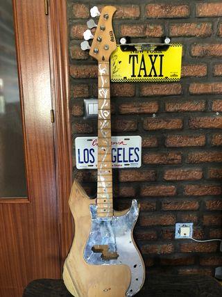 Guitarra bajo para decoración