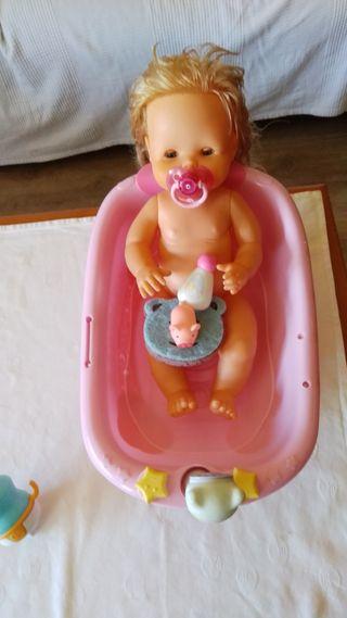 Nenuco dándose un baño