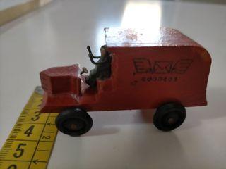 Camión de miniatura madera años 50