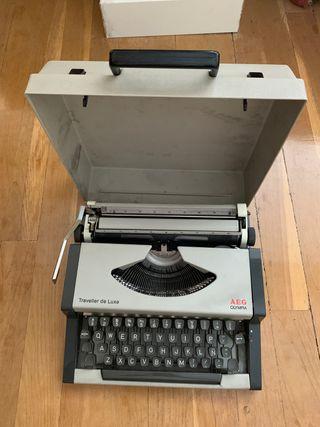 Máquina de escribir AEG OLYMPIA: traveller de luxe