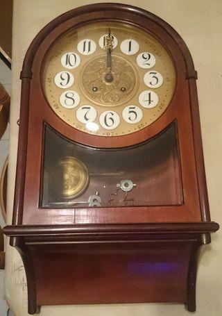 Reloj antiguo de madera con péndulo (Vintage)