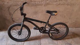 Bicicleta BMX GT vintage