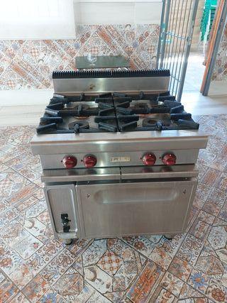 Cocina industrial 4 fuegos + Horno