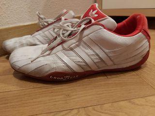 Zapatillas Adidas. Talla 42.