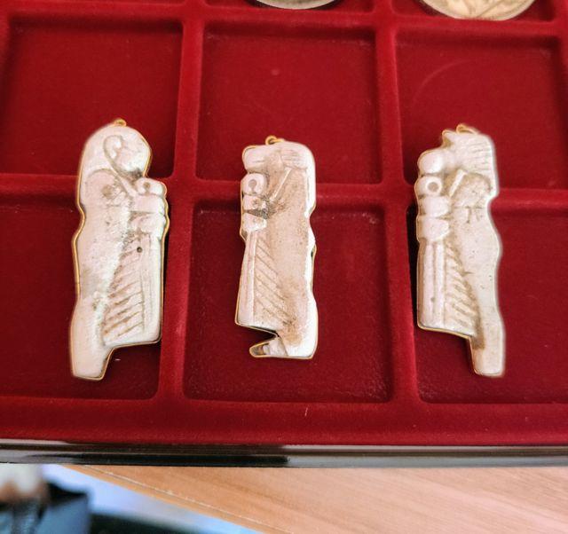 3 amuletos egipcios en ORO