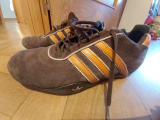 Zapatillas Adidas marrones y naranjas. Talla 42