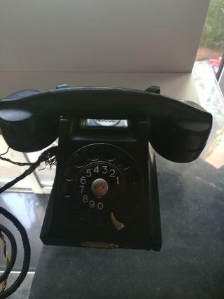 teléfono antiguo de la marca Ericsson.