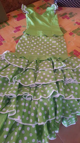 Falda y camisa de sevillanas