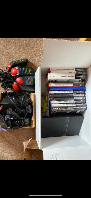 PS2 - 2 controllers, and more than 12 Games
