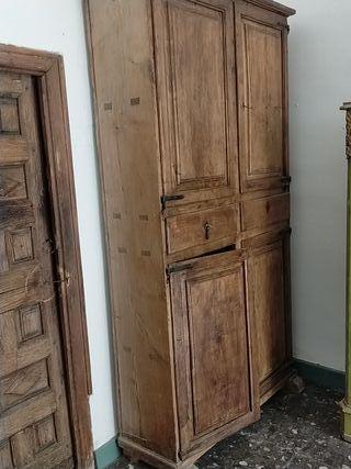 Alacena antigua madera de cedro.