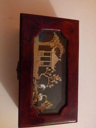 Caja/joyero con motivos orientales