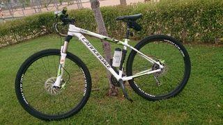 """Bicicleta se vende Cannondale de 29""""nueva"""