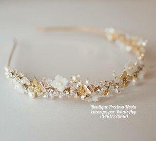 Tiara de cristal Swarovski y flores de porcelana