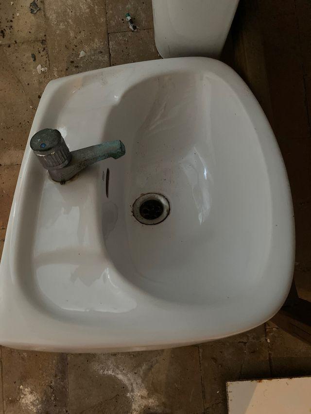 Lavabo y pie de lavabo