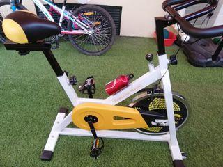 Bicicleta de spinning prácticamente nueva