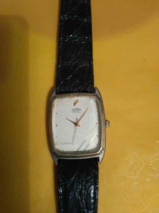 hola se vende reloj de mujer en perfecto es tado