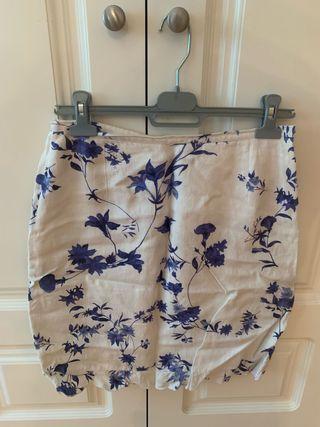Falda veraniega talla 42 da poca talla