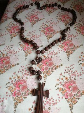 vendo rosario de madera esta nuevo