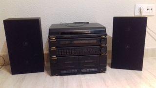 Equipo de música con reproductor de vinilos