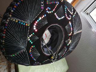 vendo zonbrero de mariachi es nuevo
