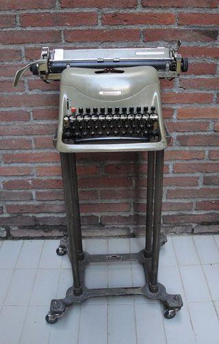 Máquina de escribir Olivetti Hispano