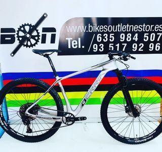 Bicicleta Berria bravo montaje carbón 29 nueva
