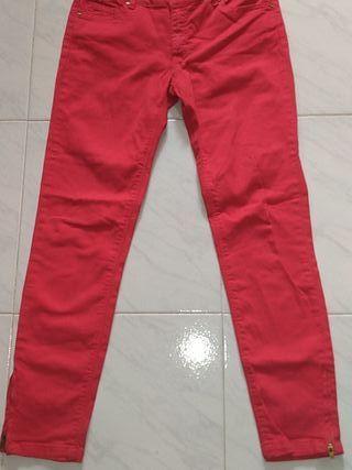 pantalón rojo de niña por 1€