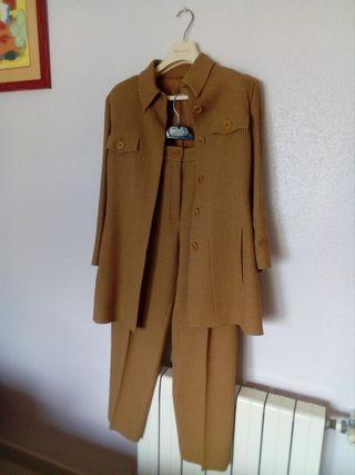 traje mujer vintage