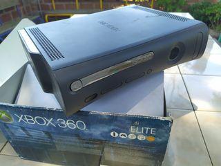 consola Xbox 360 elite 120gb con caja y manuales.