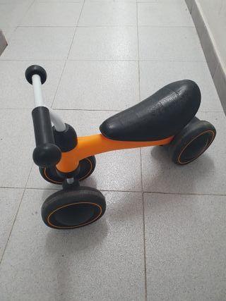 Triciclo, bicicleta bebe, desde los 10 meses.