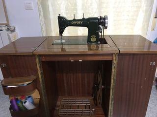 Máquina de coser Refrey