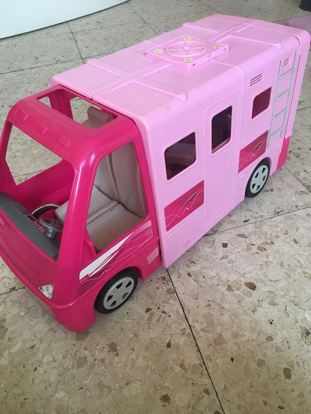 Caravana muñecas