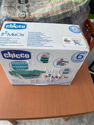 Asiento elevador regulable marca Chicco