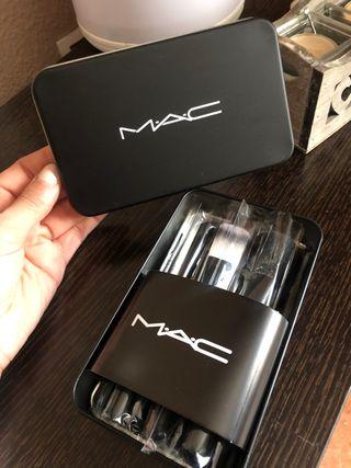 Estuche brochas Mac!! Nuevo!!