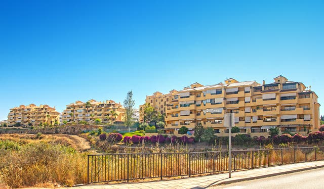 Piso en zona Selwo (particular) (Resinera Voladilla, Málaga)