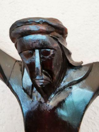 Cristo de madera tallada.