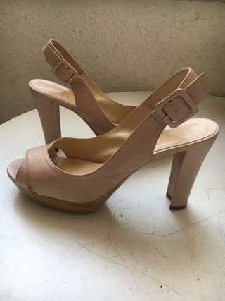Sandalias color nude de Unisa