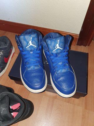 URGENTE SE VENDEN Jordan flight 3 azules talla 40