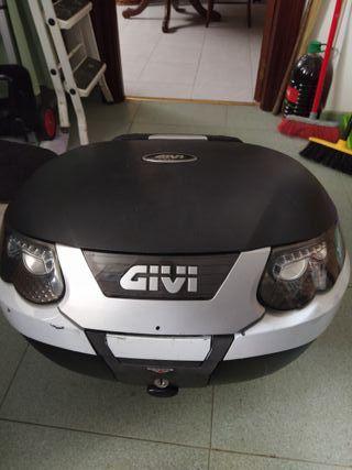 baúl maleta transportan Givi 47 litros
