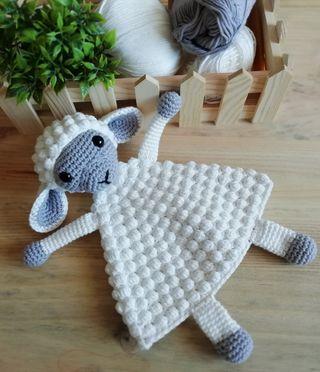 Mantita de apego para bebé en crochet