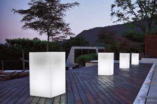 Mobiliario y Maceteros con iluminacion