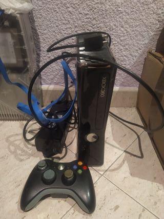 consola Xbox 360 con cables y mando. modelo 250gb