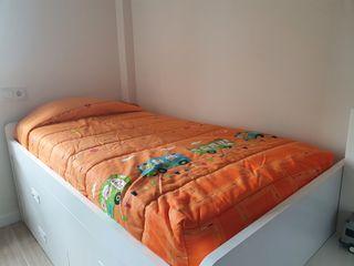 Edredón y cortina para dormitorio infantil