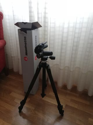 trípode Manfrotto para cámara fotográfica