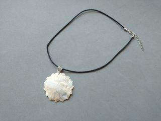 Collar colgante hecho a mano perlas blanco flor