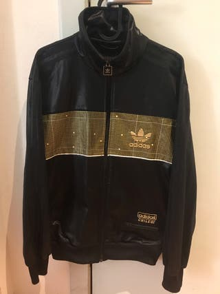 Chaqueta adidas negra y dorada
