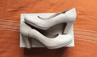 Clarks Beige shoes 6'5