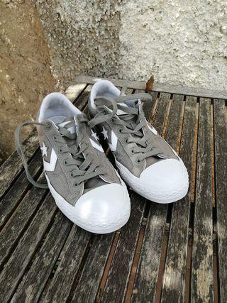Converse grises, número 41