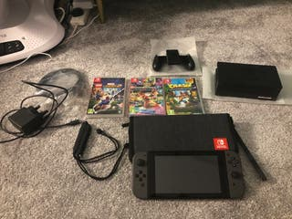 Nintendo Switch, 3 Games and Carry Case